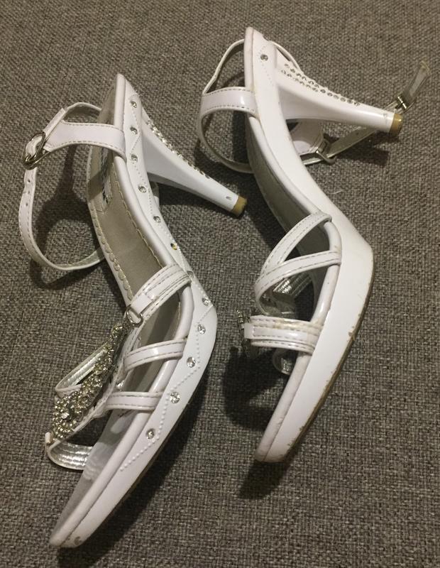 Белые женские босоножки 39 размера. - Фото 3