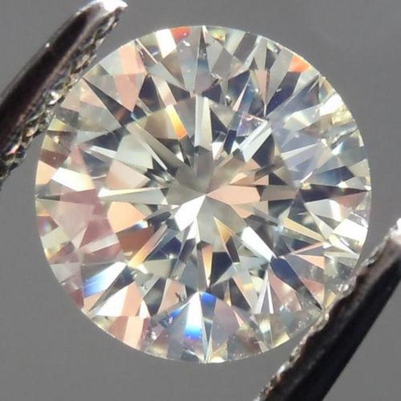 Бриллиант 0,63 ct 5,70 мм VVS2 (муассанит)