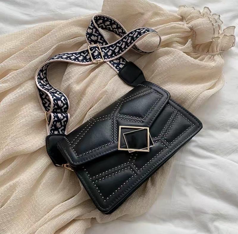 Новая чёрная сумка ( клатч, кроссбоди) с широким тканевым реме...