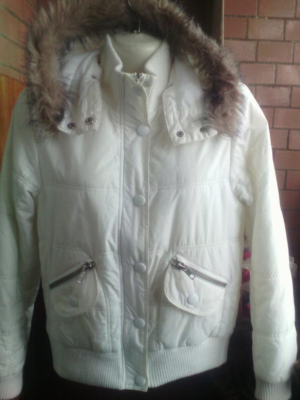 Белая короткая куртка с капюшоном сезон весна на укр 44