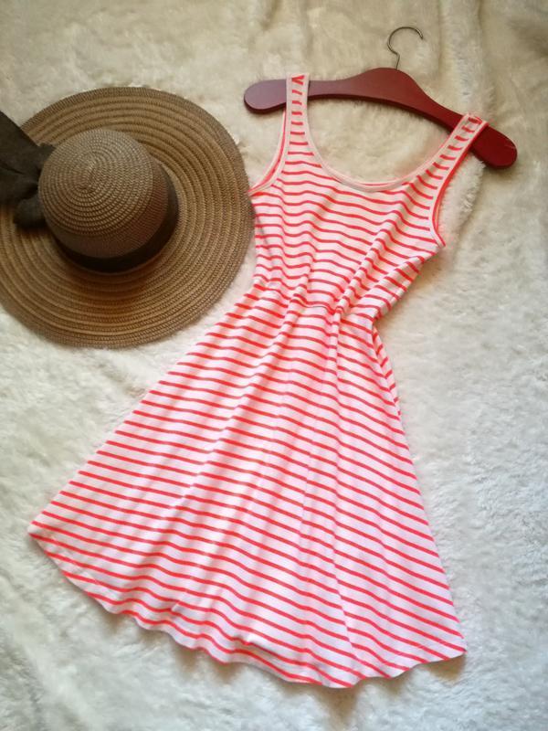 Нежное платье в яркую полоску 34-36 70% хлопок vero moda