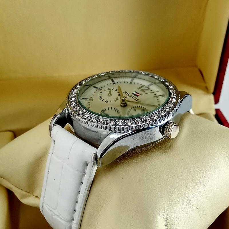Женские кварцевые наручные часы tommy hilfiger на черном кожан... - Фото 2