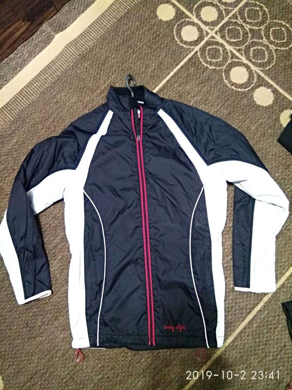 Спортивная куртка на флисе.