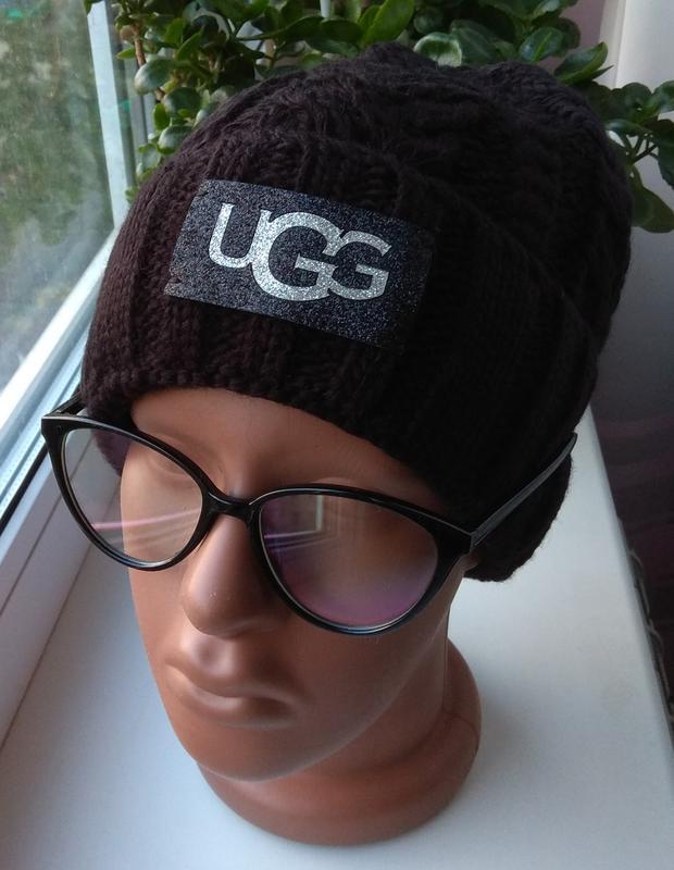 Новая стильная шапка с подворотом, черная