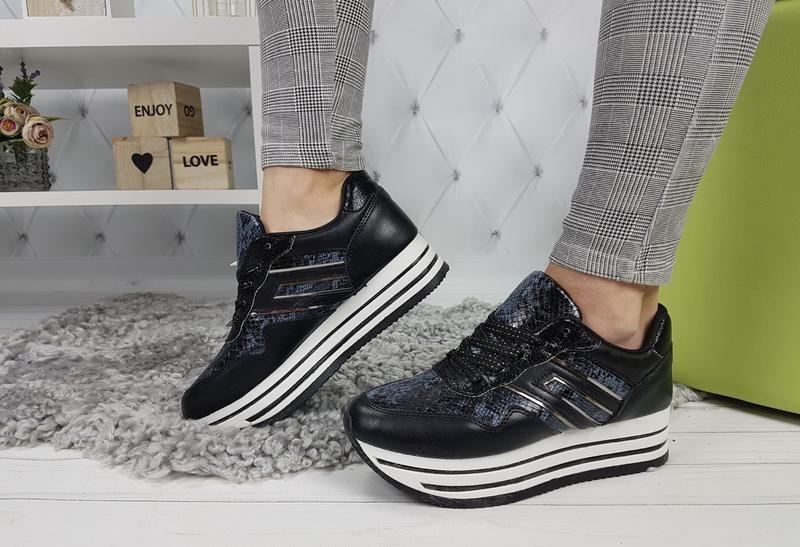 Новые женские черные кроссовки