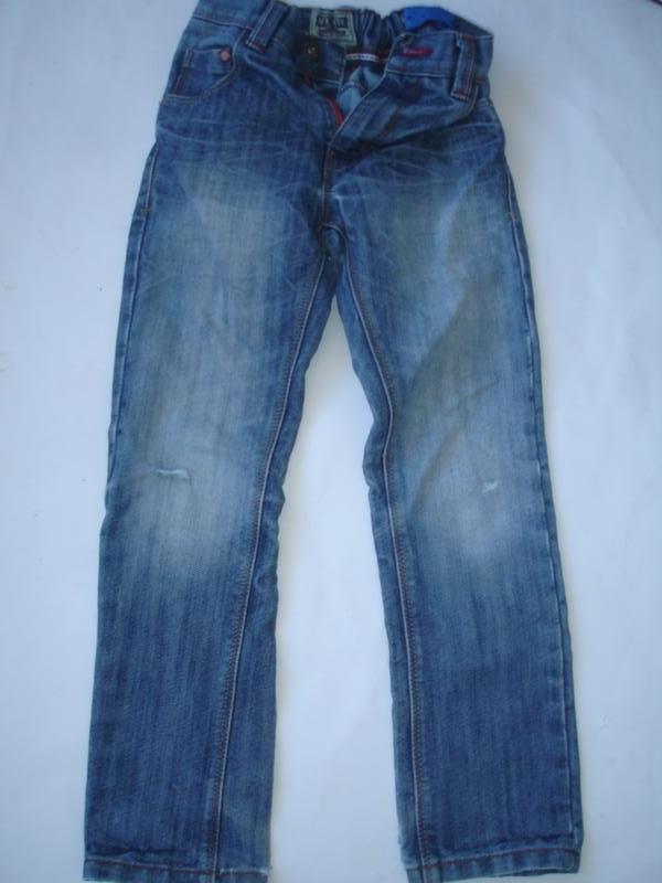 Фирменные next плотные джинсы с потертостями мальчику 7 лет ню...