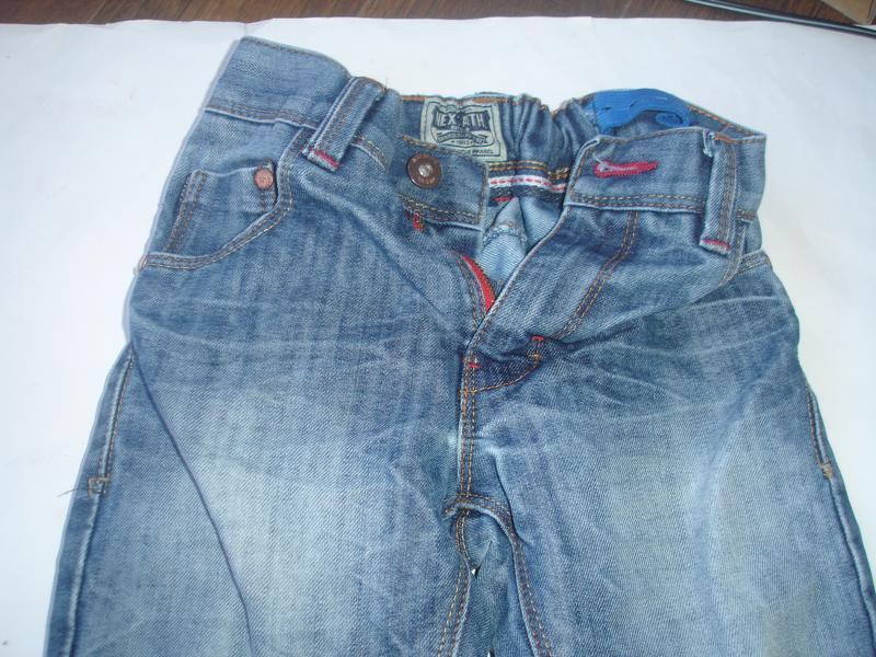 Фирменные next плотные джинсы с потертостями мальчику 7 лет ню... - Фото 3