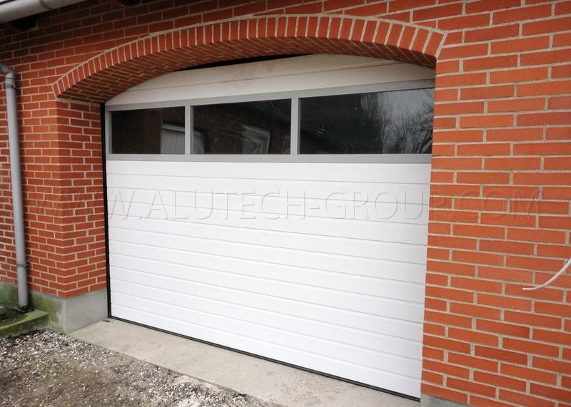 Секційні ворота в гараж з вбудованими вікнами (акрилове склінн... - Фото 3