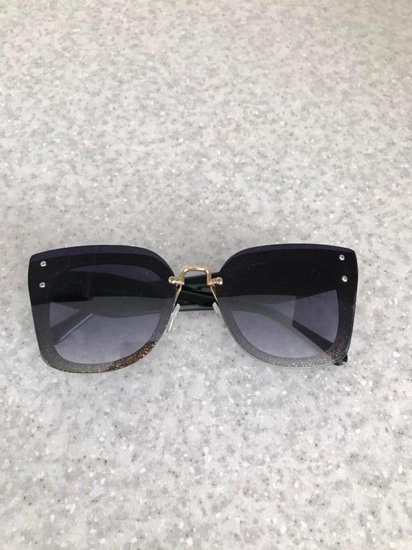 Солнцезащитные очки с золотистыми вставками польша
