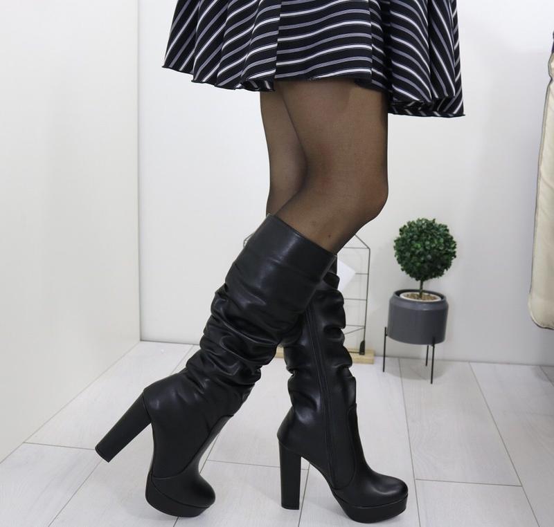 Новые женские зимние  черные сапоги на высоком каблуке