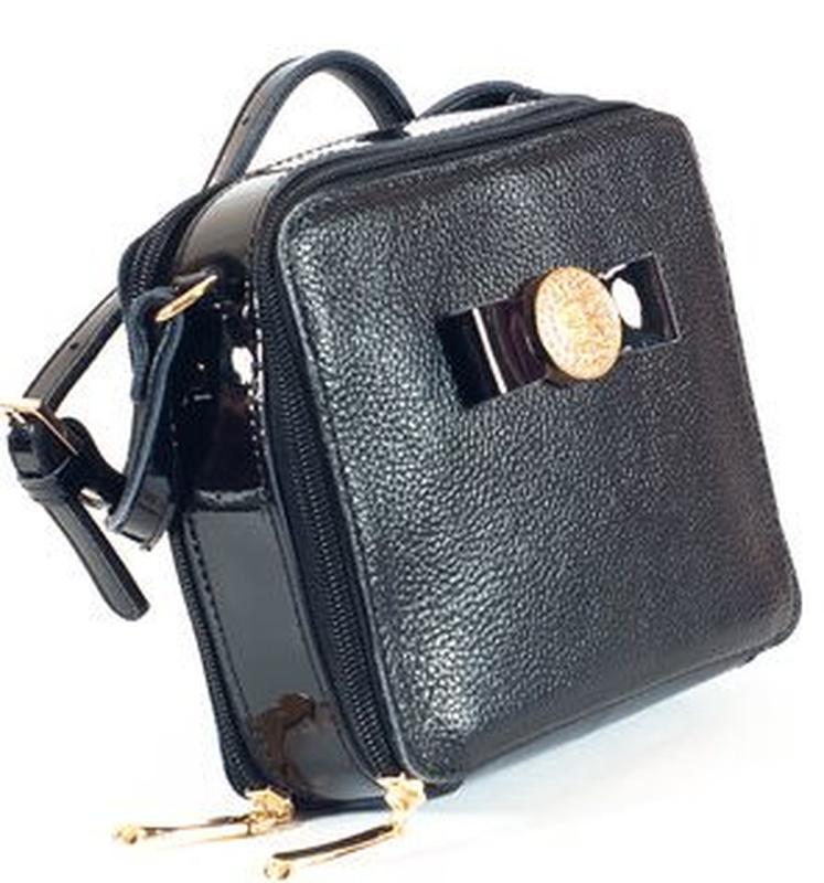 Кожаная небольшая сумочка кроссбоди черного цвета