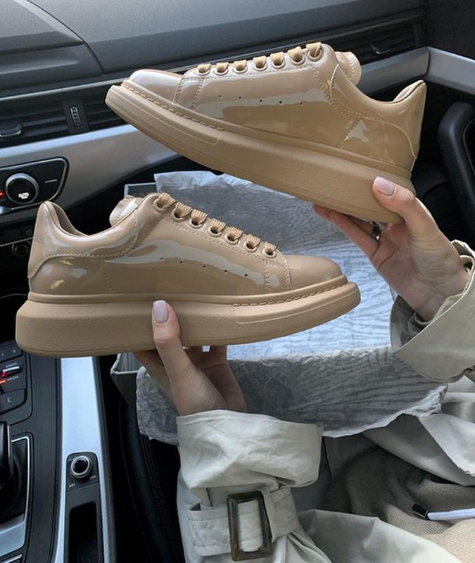 Кроссовки женские alexander mcqueen patent beige