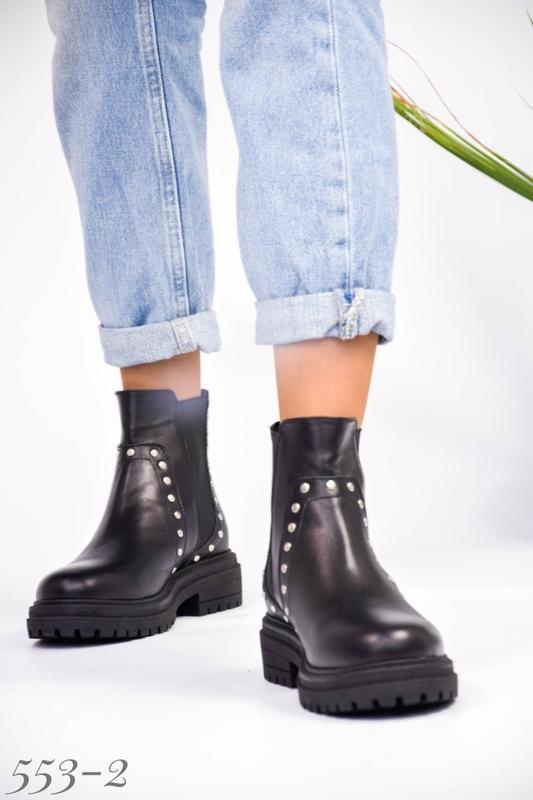 Женские кожаные ботинки на резинке