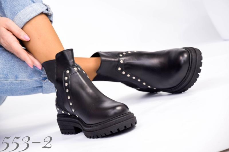 Женские кожаные ботинки на резинке - Фото 3