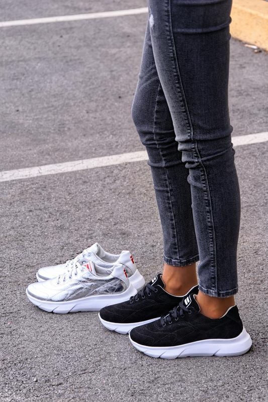 Кроссовки женские кожа серебро и чёрные замшевые