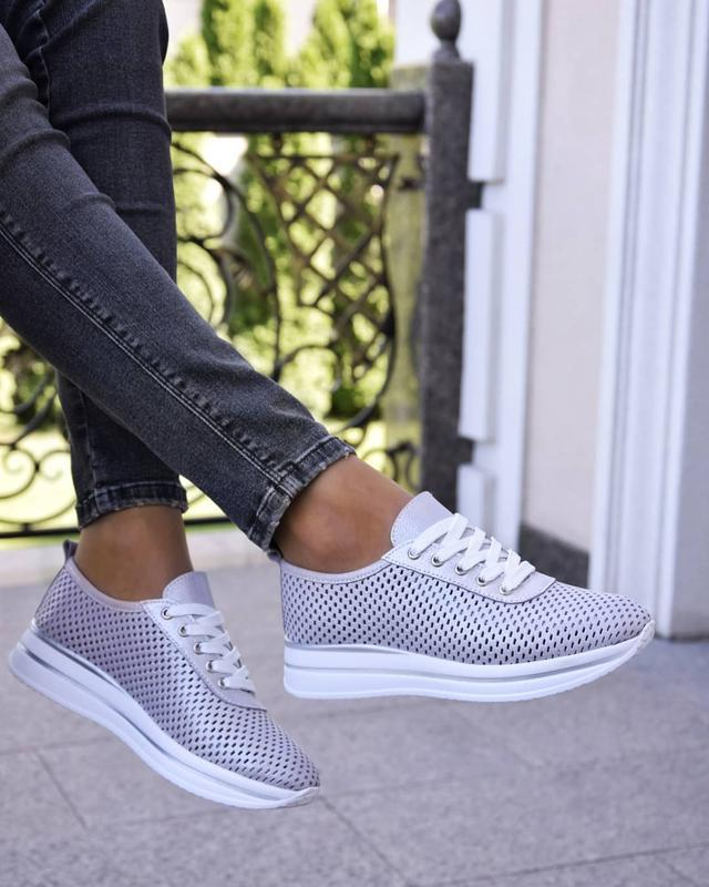 Женские кроссовки из натуральной перфорированые кожи