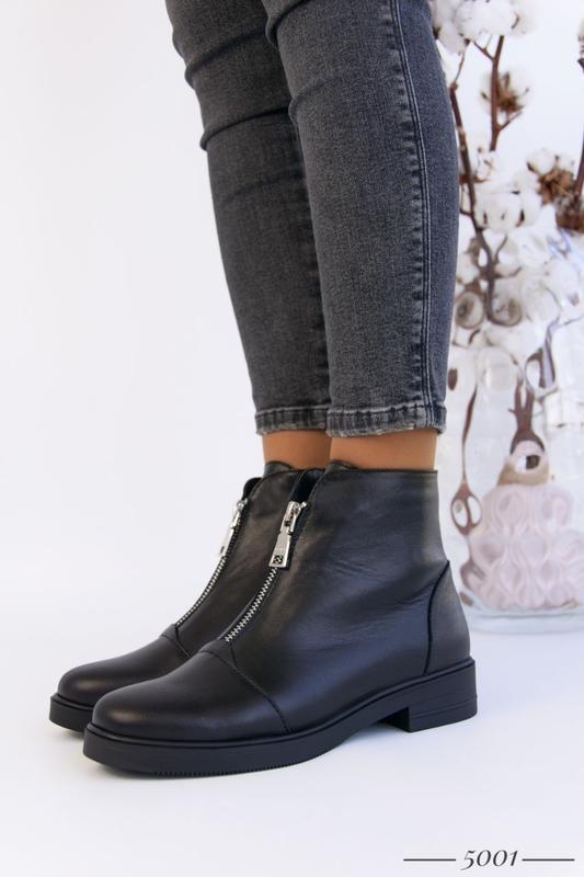 Кожаные женские ботинки с замочком
