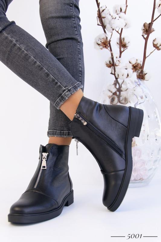 Кожаные женские ботинки с замочком - Фото 4