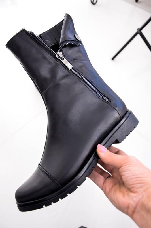 Женские кожаные ботинки чёрного цвета - Фото 6