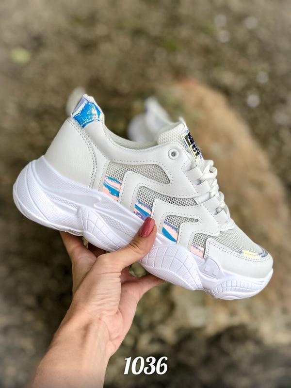 Кроссовки с массивной подошвой, галограммой и сеткой, белые, топ