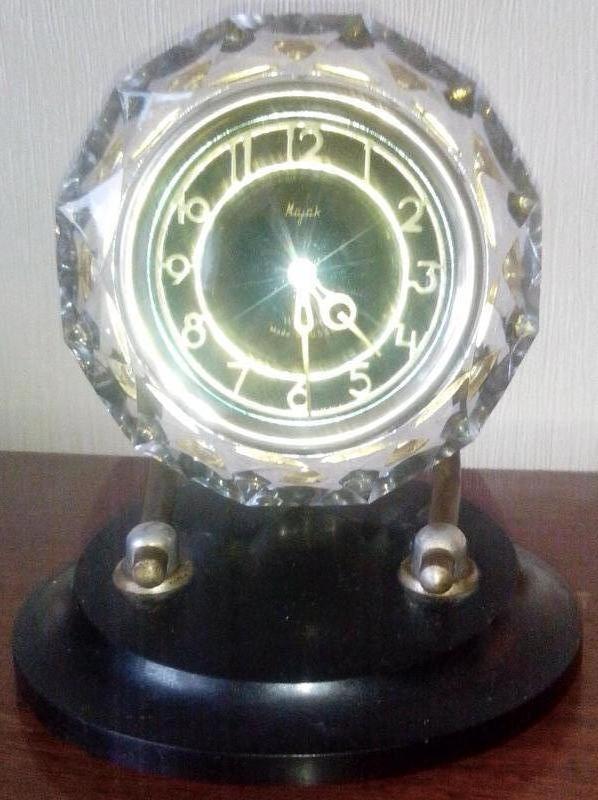 Механические настольные часы «Маяк» в хрустальном корпусе - СССР