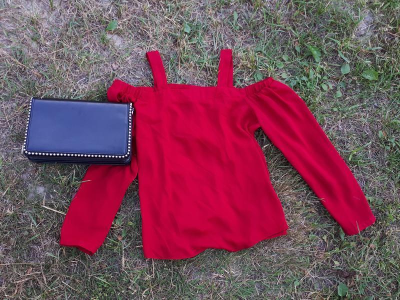 Шикарная темно красная шифоновая  блуза с открытыми плечами