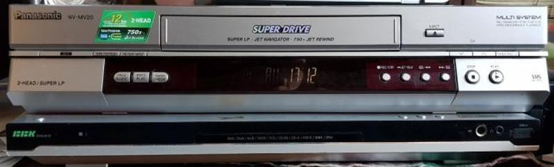 DVD и кассетный проигрыватели