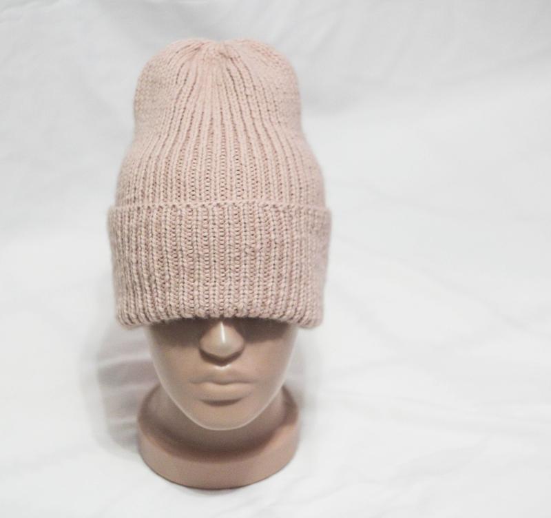 Женская шапка. в наличии.