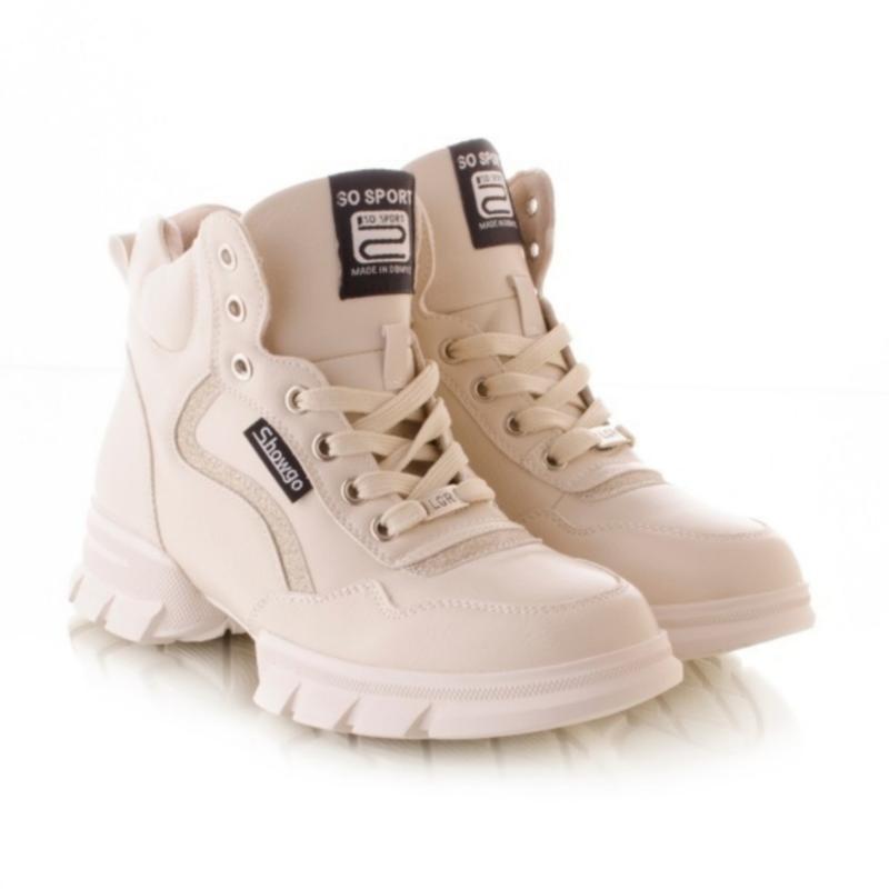 Женские ботинки белого цвета