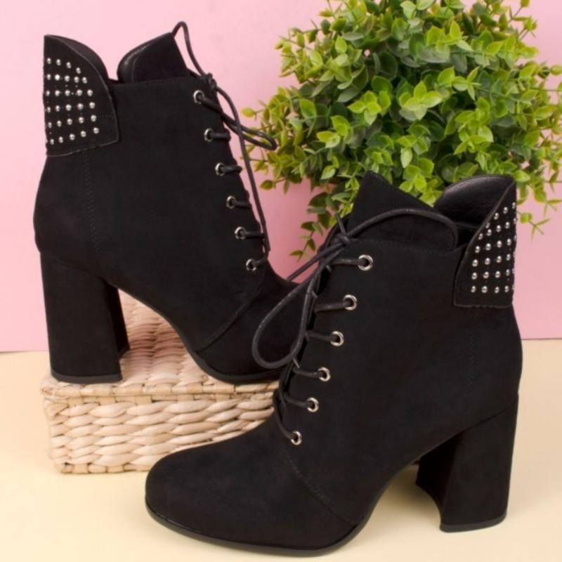 Ботинки чёрного цвета на каблуке - Фото 4