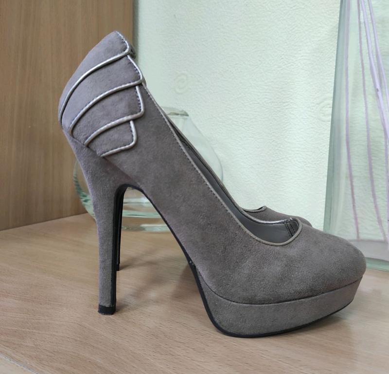 Стильные, брендовые, замшевые туфли. цвет кофе с м...
