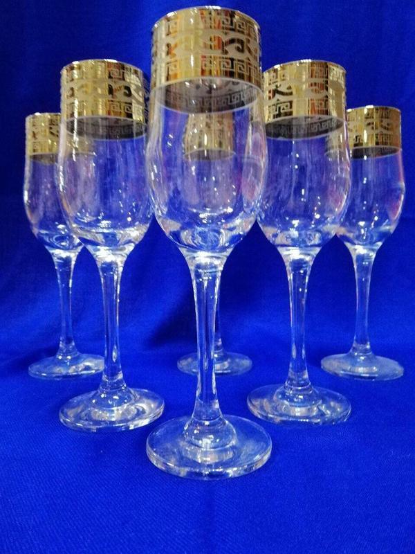 Бокалы для шампанского 6 персон.