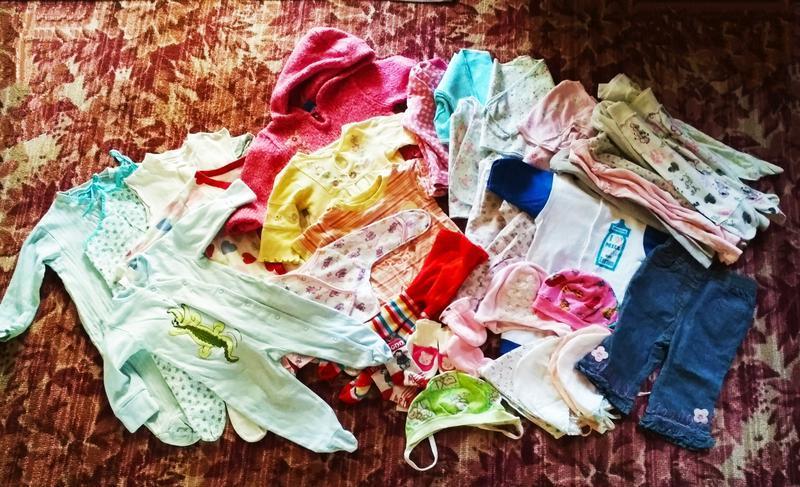 Пакет вещей для самых маленьких.распошонки,шапочки, ползунки, ...