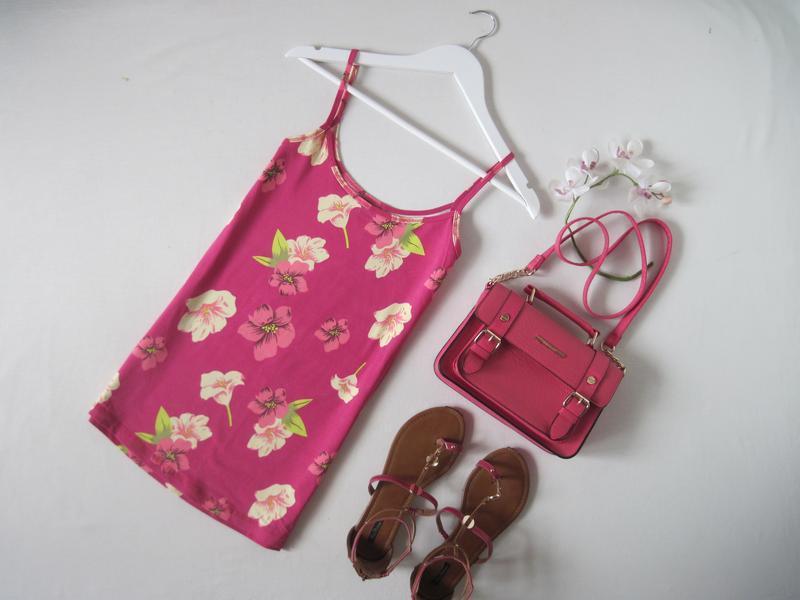 Удлиненная стрейчевая майка на бретелях розовая маечка в тропи...