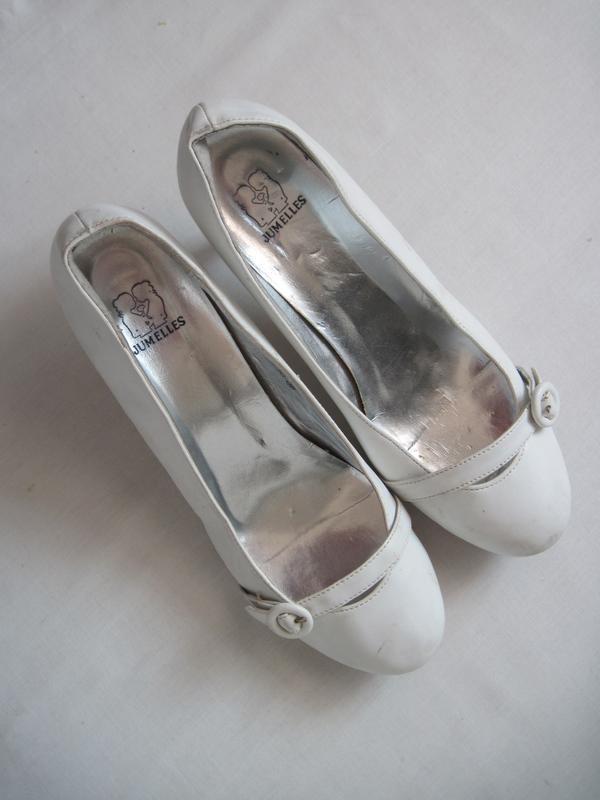 Изящные белые туфельки на небольшом удобном каблуке туфли можн...