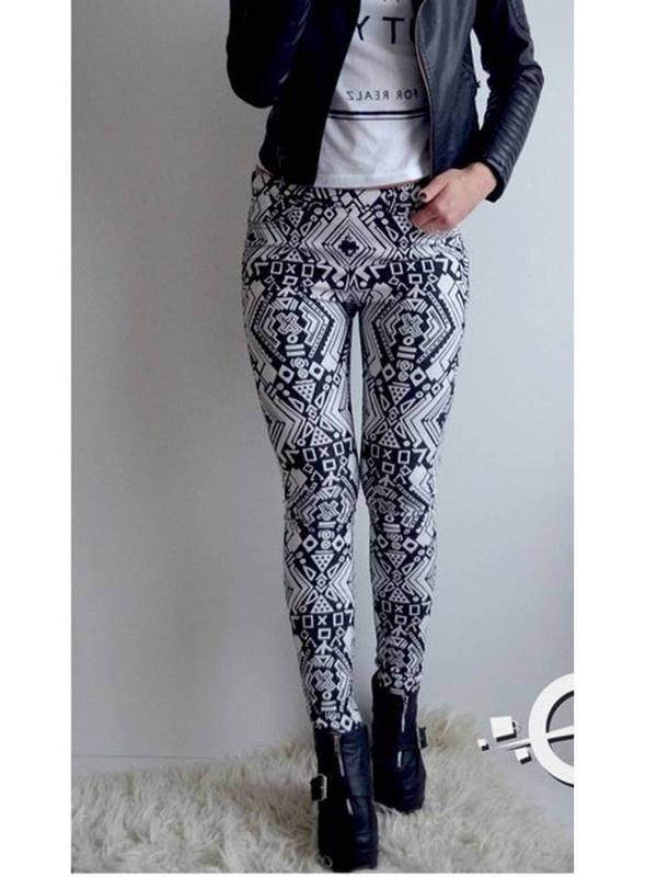 Черно-белые штаны h&m с молнией сзади брюки в принт