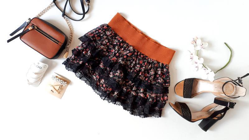 Черная воздушная юбка в цветочный принт 3-х-ярусная