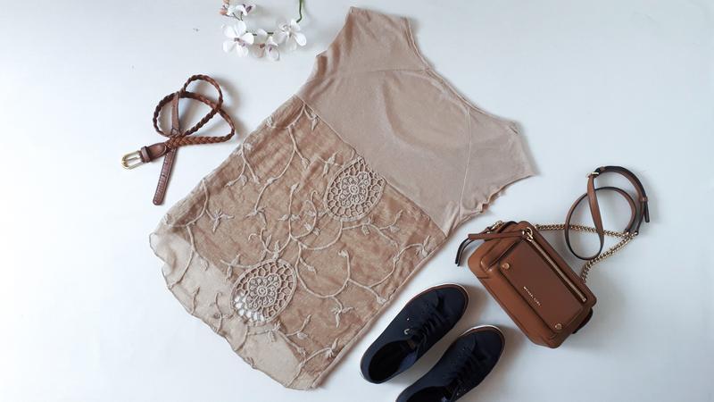 Бежевая футболка calliope с красивой спиной свободный фасон