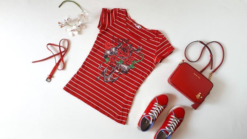 Красная жеская футболка Pimkie в полоску принт розы полосатая