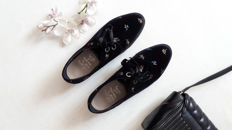 Женские бархатные черные туфли House на низком ходу велюровые