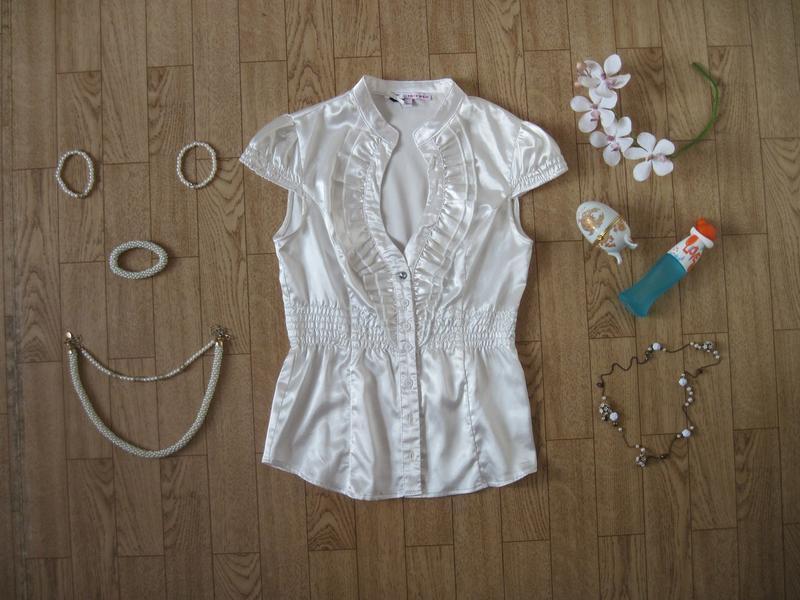 Белая женская блуза блузка с декольте приталенная короткий рукав
