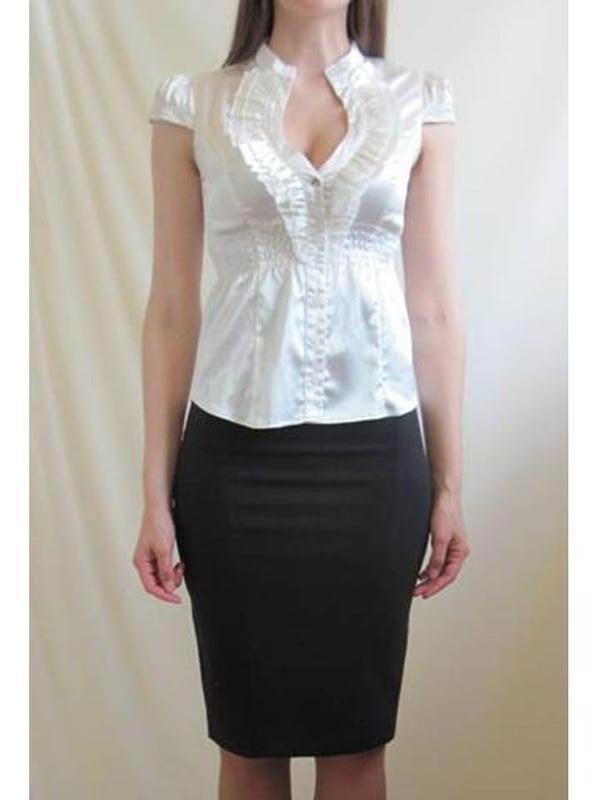 Белая женская блуза блузка с декольте приталенная короткий рукав - Фото 2