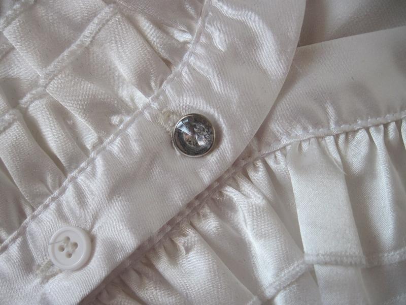 Белая женская блуза блузка с декольте приталенная короткий рукав - Фото 3