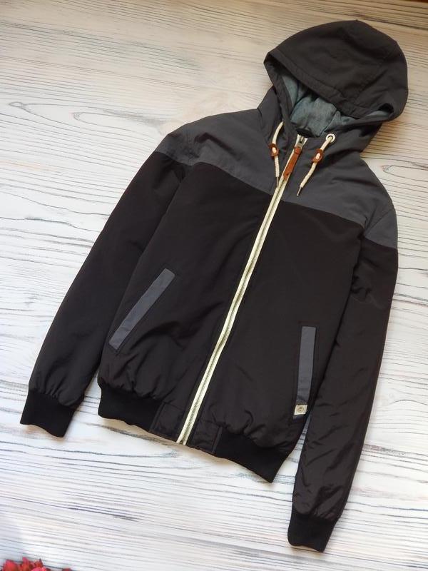 Бомбезная, стильная легкая мужская куртка от известного бренда...