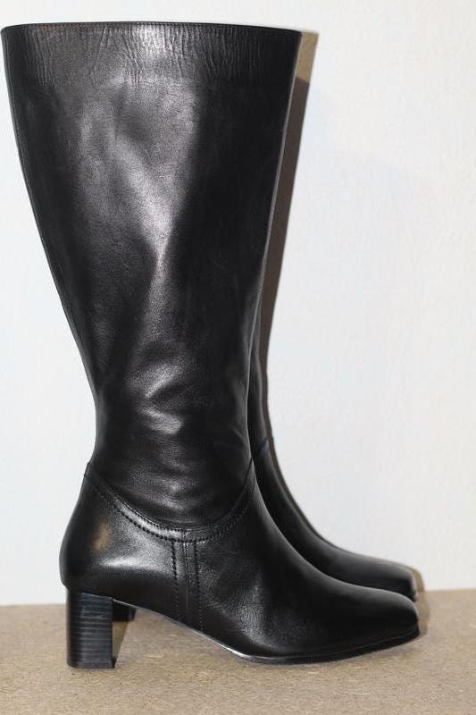 Шикарные демисезонные кожаные сапоги 37 разм. мягкая кожа герм...