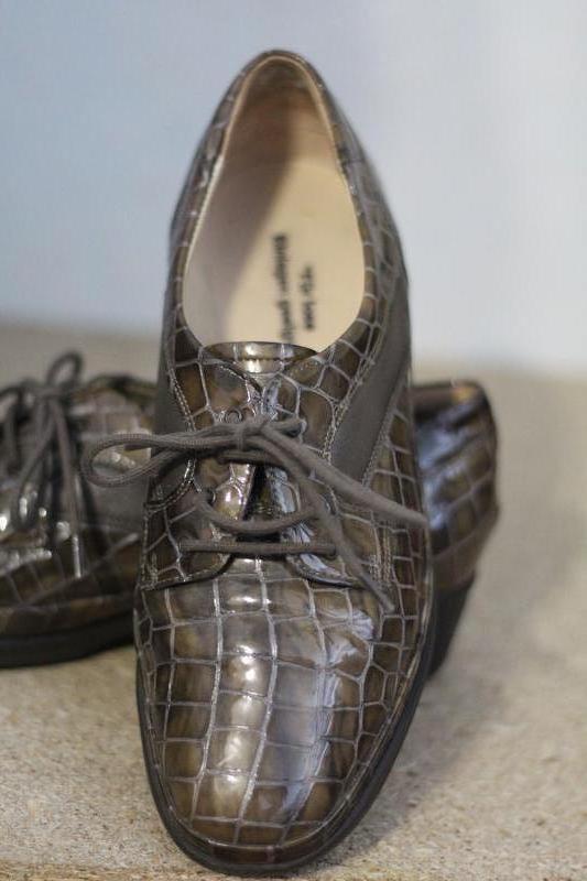 Стильные и  красивые кожаные туфли 37-38