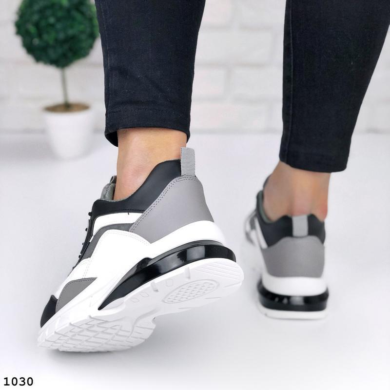 Стильные кроссовки на массивной подошве - Фото 6