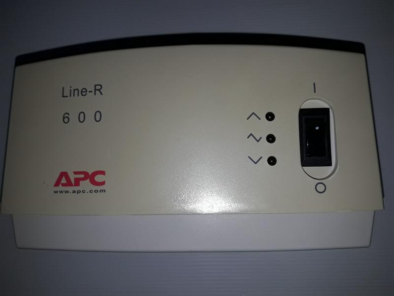 Стабилизатор напряжения APC Line-R 600VA (LE600-RS)