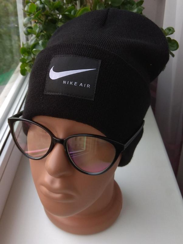 Новая стильная шапка бини с нашивкой, черная