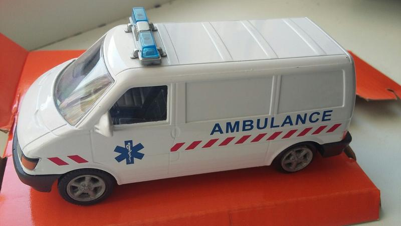 VW Ambulance Cararama Масштаб 1:43